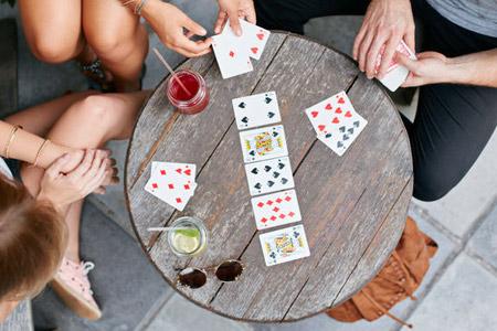 Kartenspielen in Für Groß und Klein: Spiele als Werbeartikel