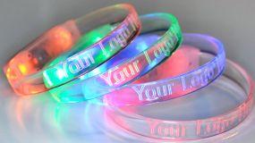 LED-Armband Sound to Light inklusive Logogravur als Werbeartikel