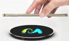 Wireless Charger inkl. 4c Allover-Druck und LED Logo in Kunststoffbox Luftfracht als Werbeartikel