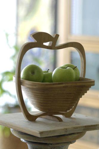 Obstkorb und Untersetzer aus Bambus als Werbeartikel
