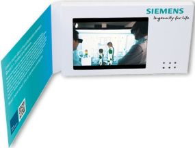"Klappkarte mit integriertem 3 Zoll TFT-Farbmonitor ""Business VIDEOcard 3 Zoll HD & IPS"" als Werbeartikel"