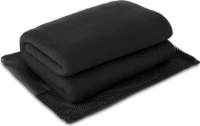 Fleece-Reisedecke im Polyesterbeutel als Werbeartikel